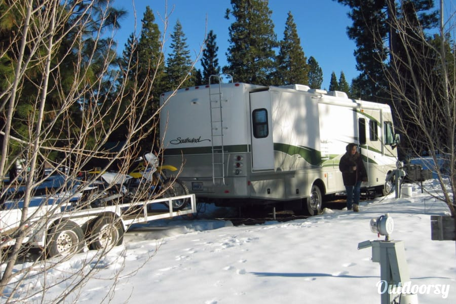 exterior The KKOACH (32 ft Workhorse Chassis w/1 Owner, Low Miles) Redding, CA