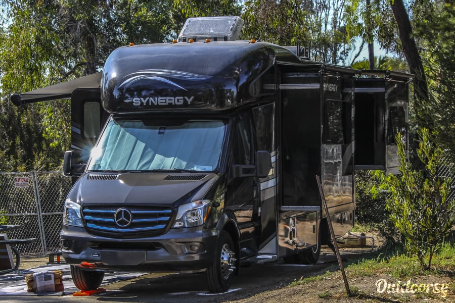 2018 Thor Synergy Sd24 Mercedes Luxury In An Rv