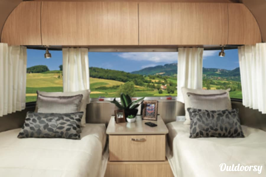 interior 2018 Airstream Flying Cloud Novato, CA