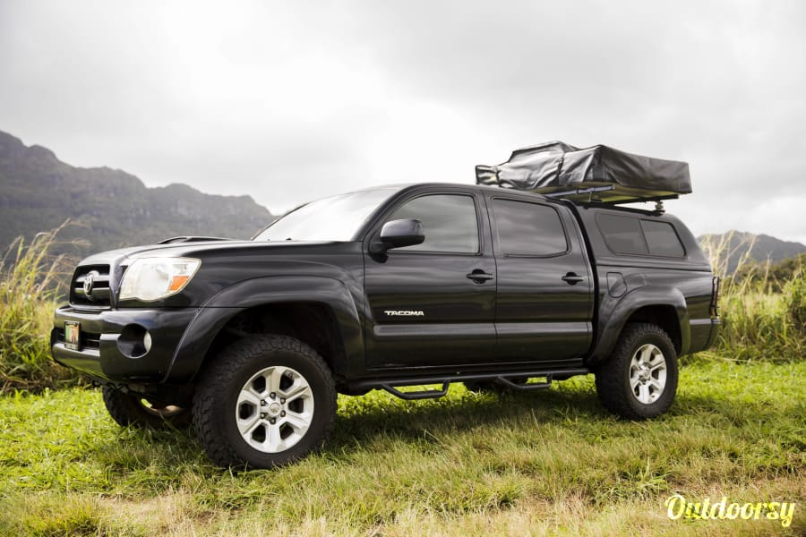 "exterior Toyota Tacoma ""Black Mamba"" Lihue, HI"