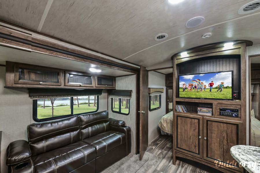 interior Cruiser MPG-Ask About Our 7 Night Special Rate! Mt Juliet, TN