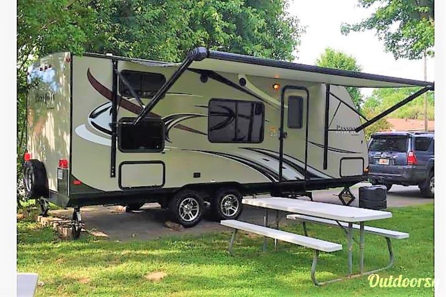 exterior 2015 Keystone Passport Ultralite Family / Tailgate Camper! Chattanooga, TN