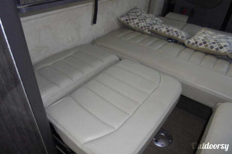 interior 2015 Mercedes-Benz Interstate Lounge Edgewood, KY