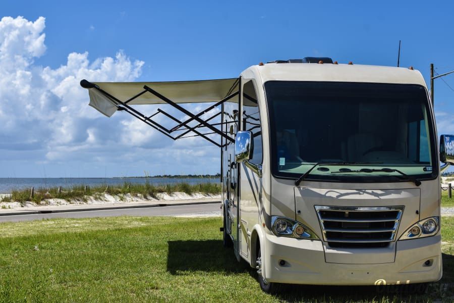 exterior 2017 Thor Motor Coach Axis New Orleans, LA