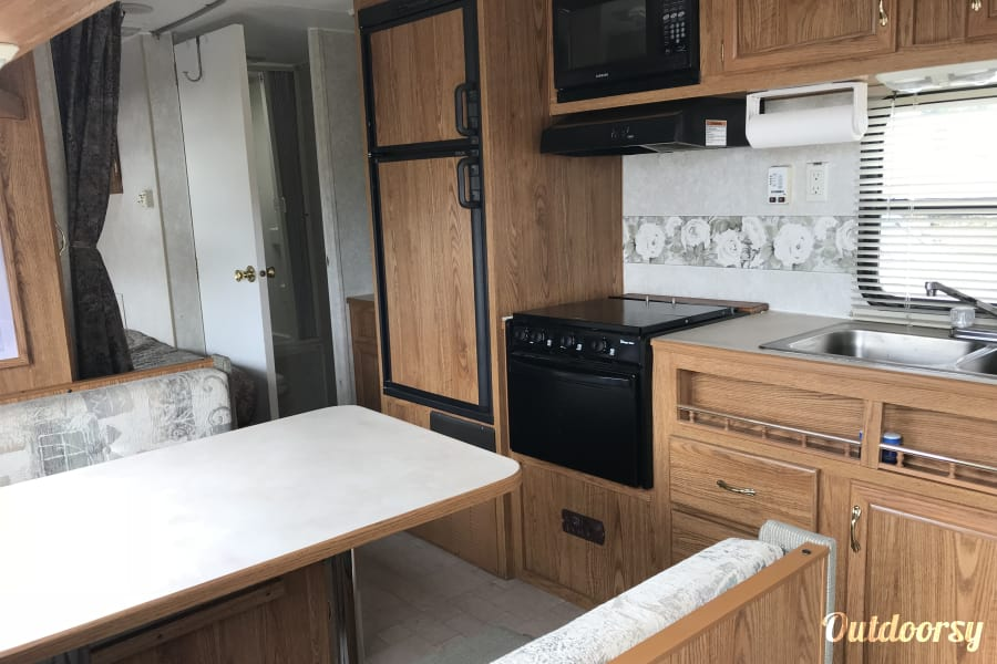 interior 2004 Fleetwood Pioneer Eugene, OR