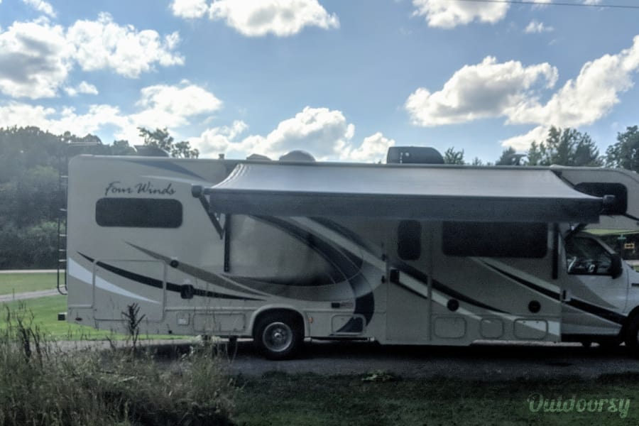 exterior 2018 Thor Motor Coach Four Winds Howell, MI