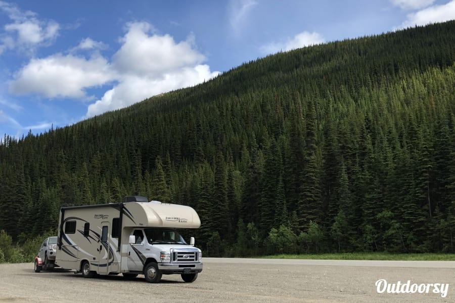 exterior 2018 Thor Motor Coach Freedom Elite Anchorage, AK