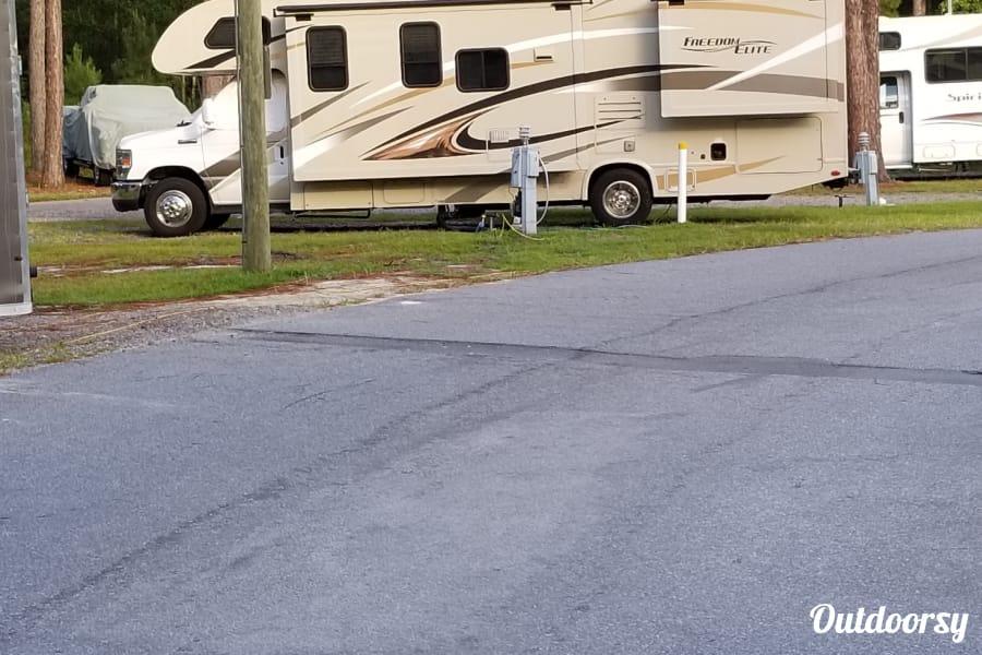 exterior 2017 Thor Motor Coach Freedom Elite Altamonte Springs, FL