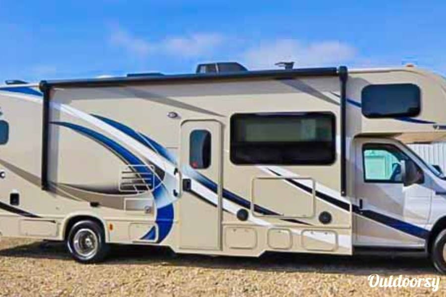exterior 2018 Thor Motor Coach Four Winds Kingston, ON