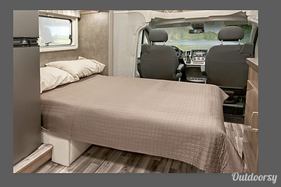 interior Luxurious CLEAN 15-17MPG Fuel Efficient Mountain Escape Colorado Springs, CO
