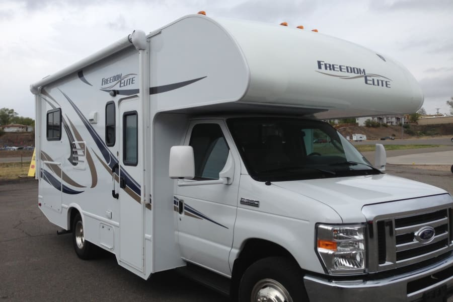 Perfect sized well kept Class C Motorhome