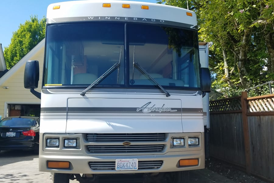 Large open windows allow you to see the countryside as you drive this 35' Winnebago Adventure to your vacation desitnation.