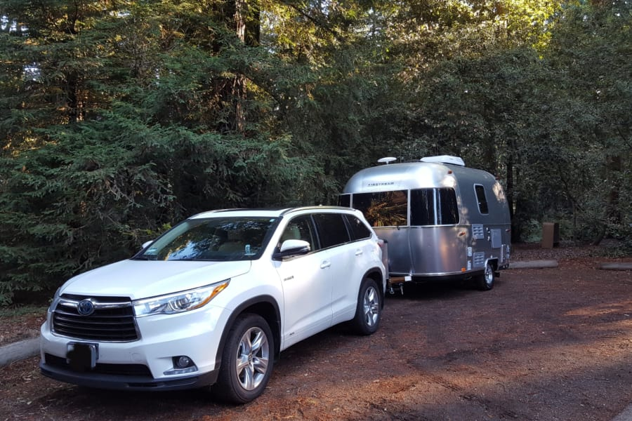 Optional tow vehicle - 2016 Toyota Highlander Hybrid (Limited Platinum edition)