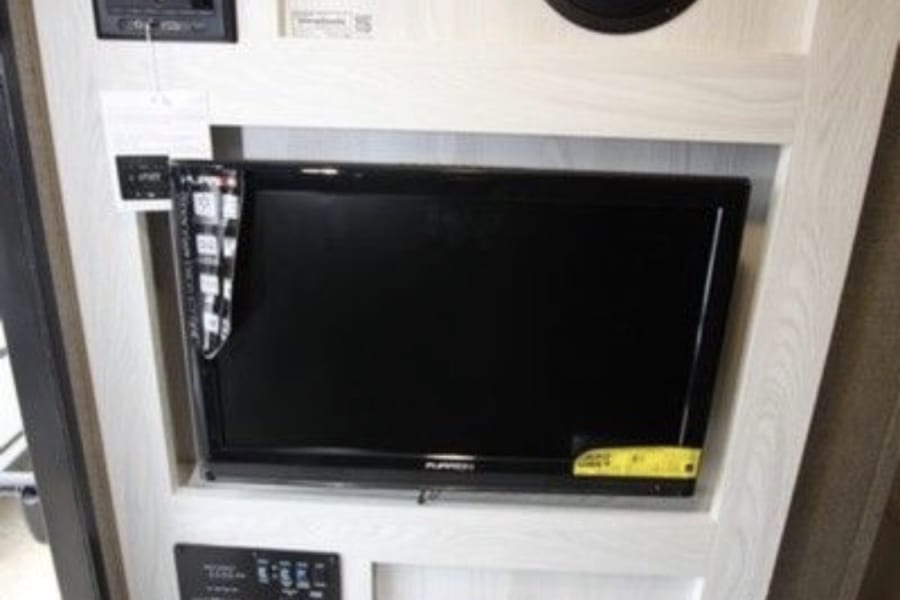 TV on a swivel facing the dinette/bed. Includes dvd, HD antenna, and Bluetooth with WiFi booster!!