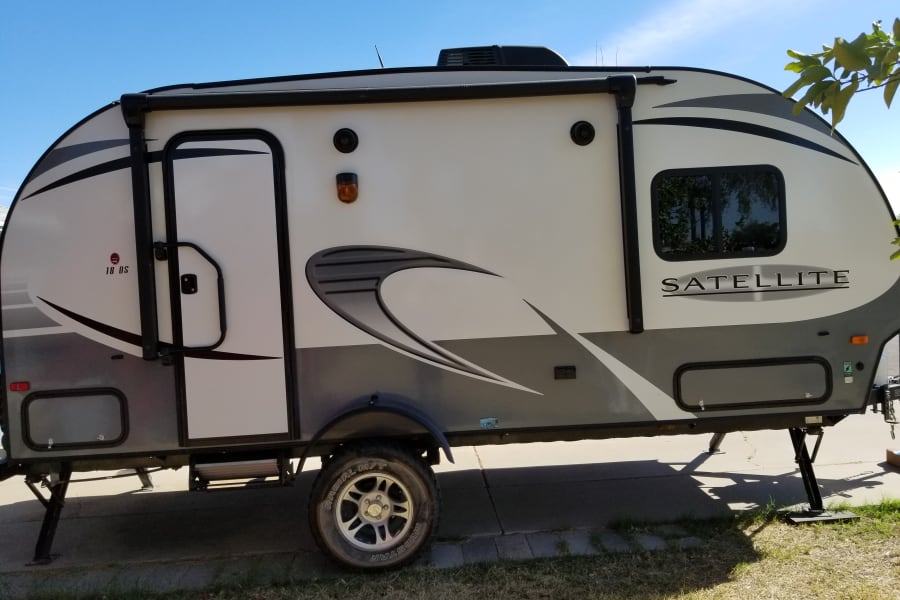 Small easy to tow. Perfect for a weekend get away in a RV park or in the woods.