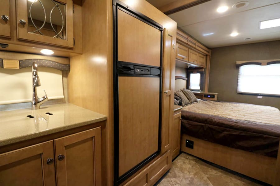King bed/kitchen