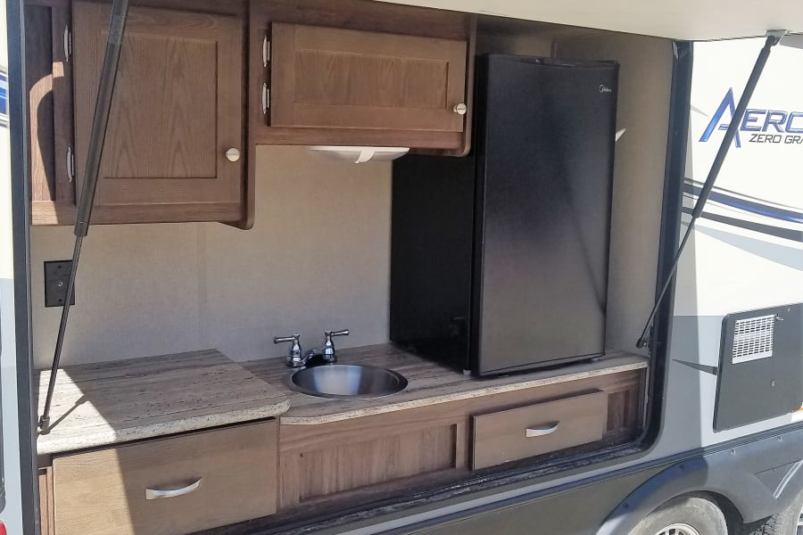 Super nice outdoor kitchen, makes it easy to keep the mess outdoors.