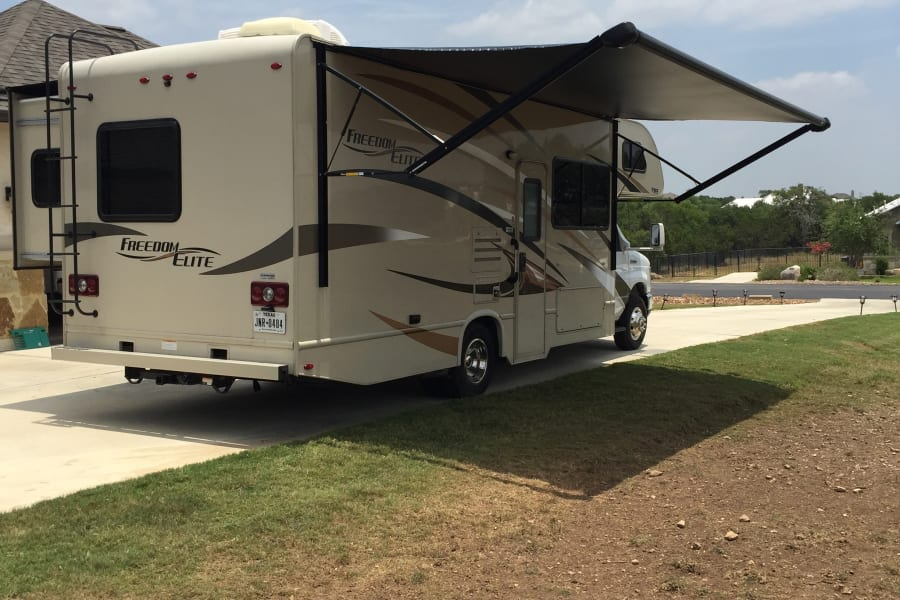 Beautiful and comfortable RV. Great for the family.