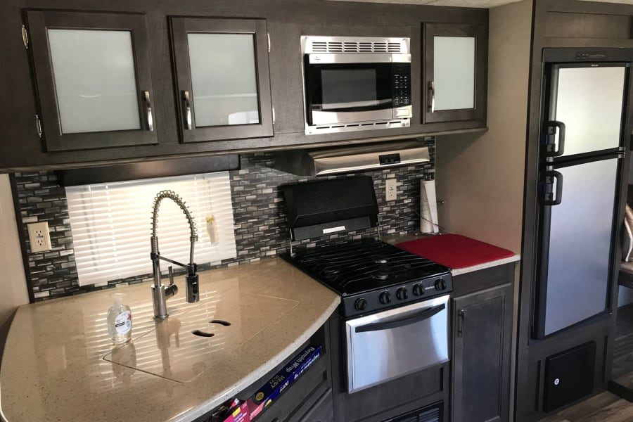 Full kitchen with large sink.
