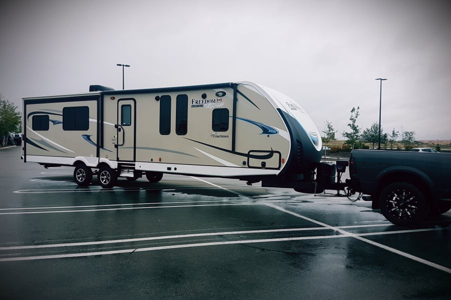 2018 Coachman Freedom Express! 3 slides out. Dry weight is 7890 pounds.