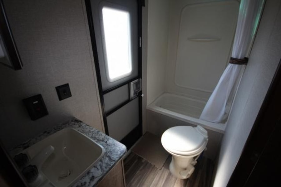Ample space for cleaning up or primping up for a night on the town in this all-in-one bath.