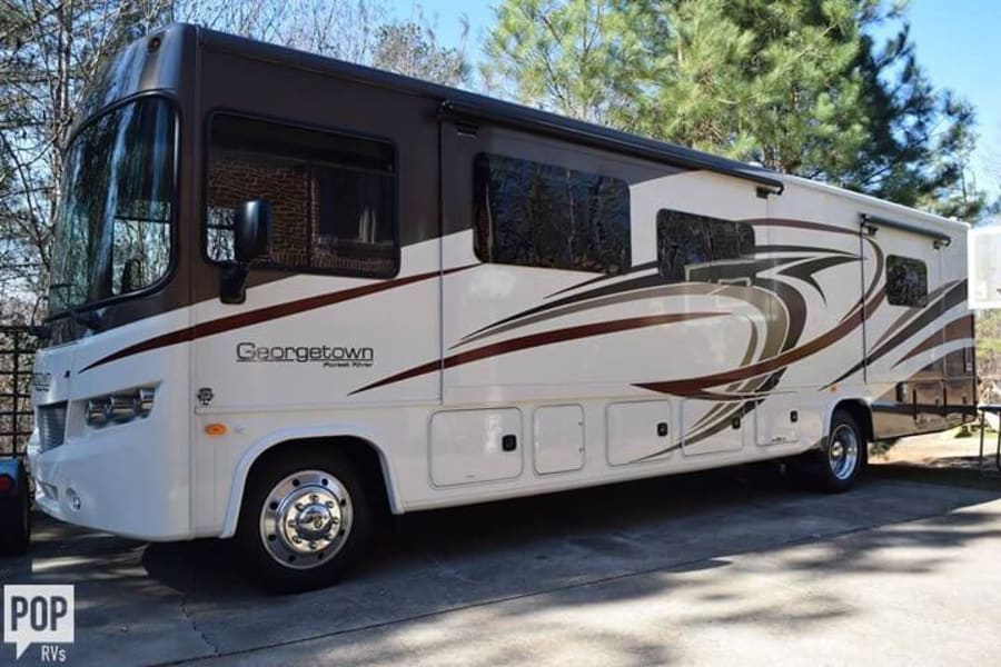 Like new RV ready to help you make amazing memories with your family!