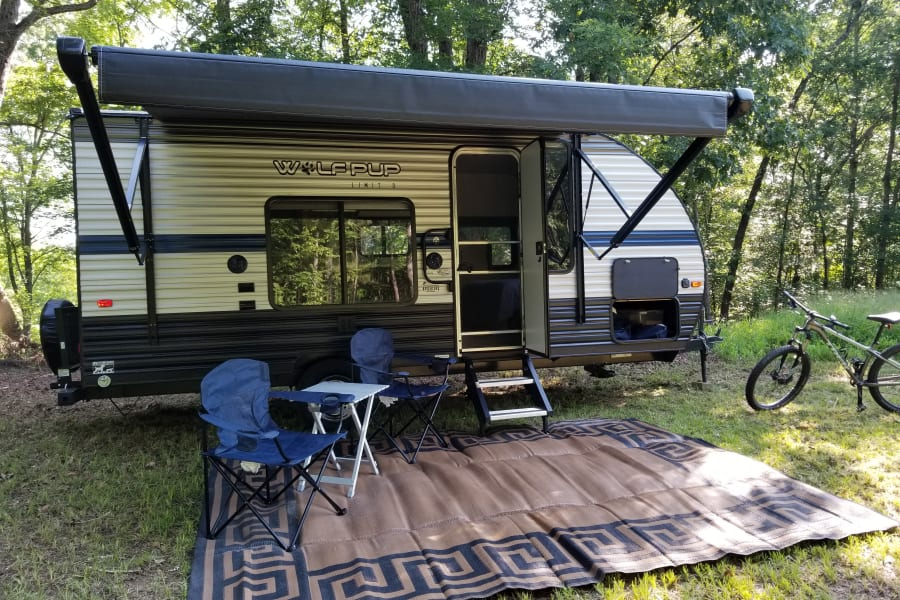 Easy to setup, automatic awning! Chairs, table and outdoor carpet included.