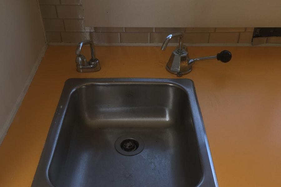 Manual water pump
