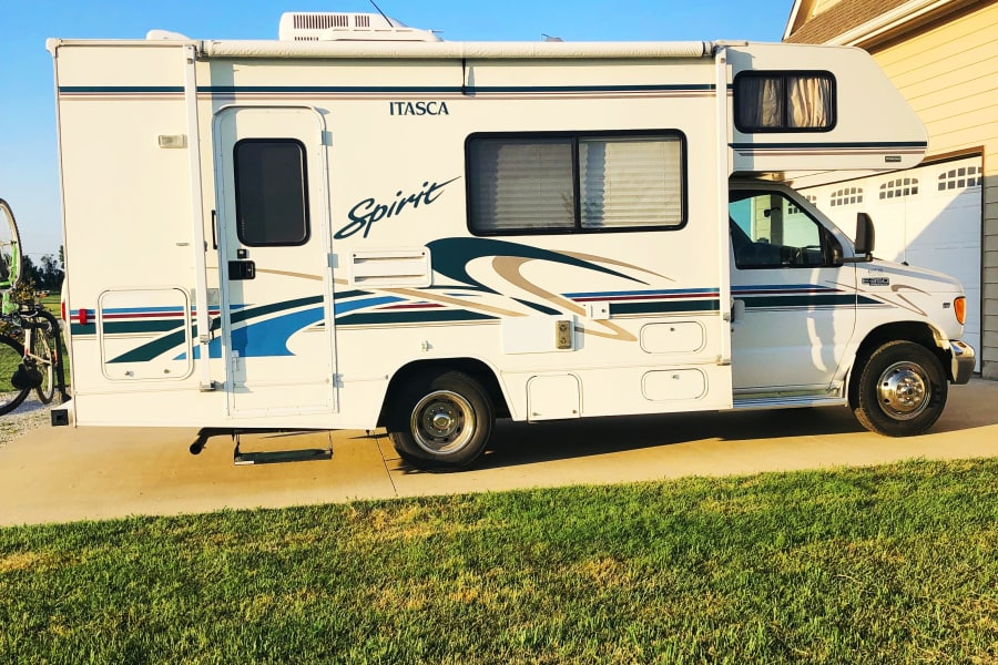 22ft Itasca Spirit. Perfect for two or small family.  Available for weekly and monthly rental. Please contact me. I'll be adding more photos showing awning open and entertainment set up. It's been too windy.