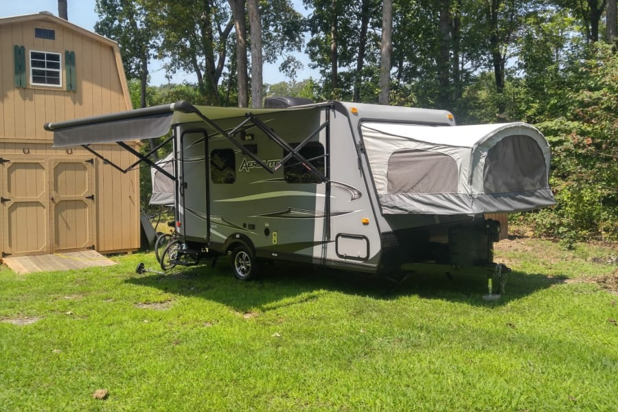 Very roomy alot of extras all electric Jack , awning