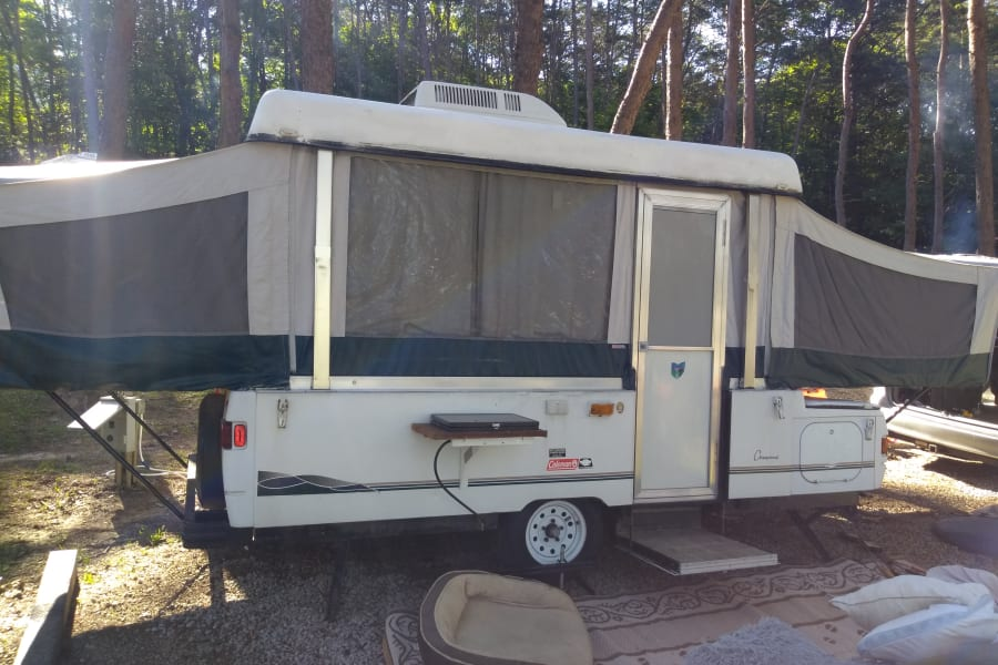 AC, Exterior Stove, King-Size Bed, Full-Size Bed