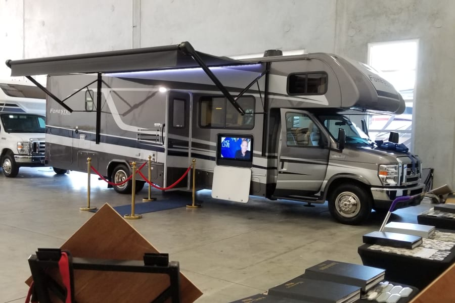 32 foot class C comfortably sleeps 8 adults Ready for your outdoor experience !