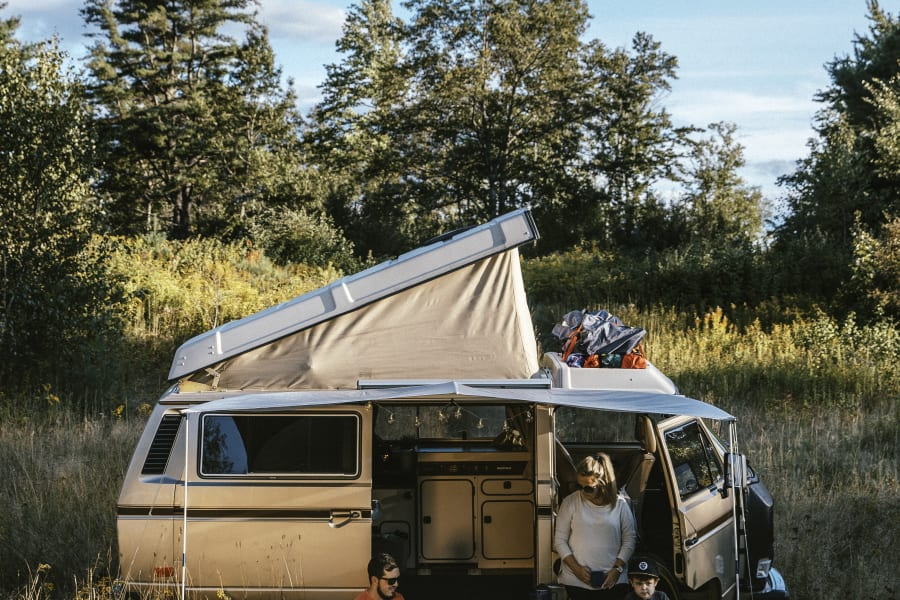 It's a old and classic good looking camper van, but also eco-friendly choice. Each km ride on this van will be compensate by planting, brand new trees. At the end of the summer, money will be send to CO2 COMPENSATION QUEBEC, to covert the CO2 debt generate by this badass CamperVan.