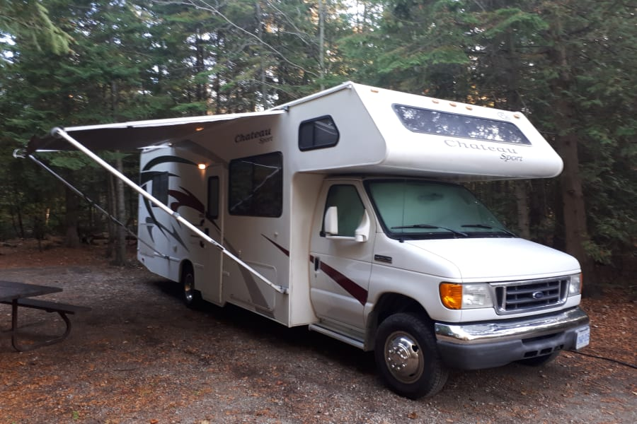 Looking for some great renters for this awesome 28' motor home!  Come on in and have a look.