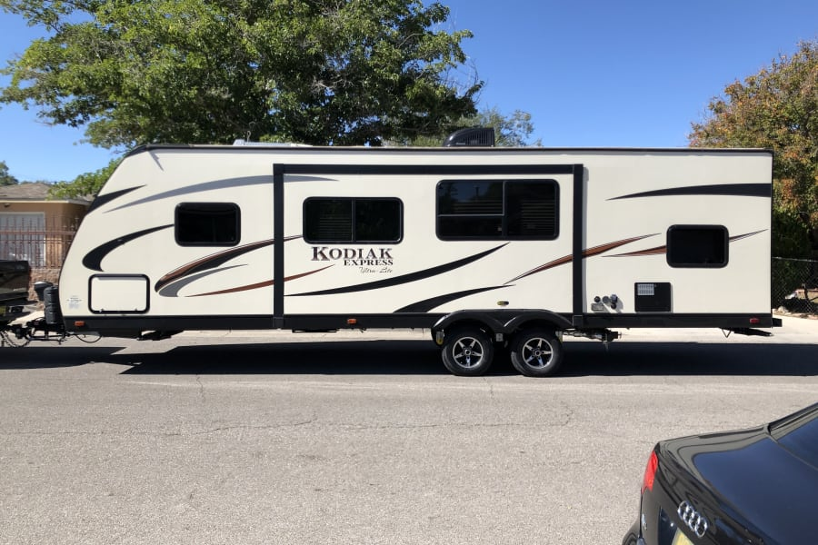 are you in love with the outdoor? This travel trailer, can help you to be in the wilderness , while  safe , warm And with the luxury of a five stars hotel.