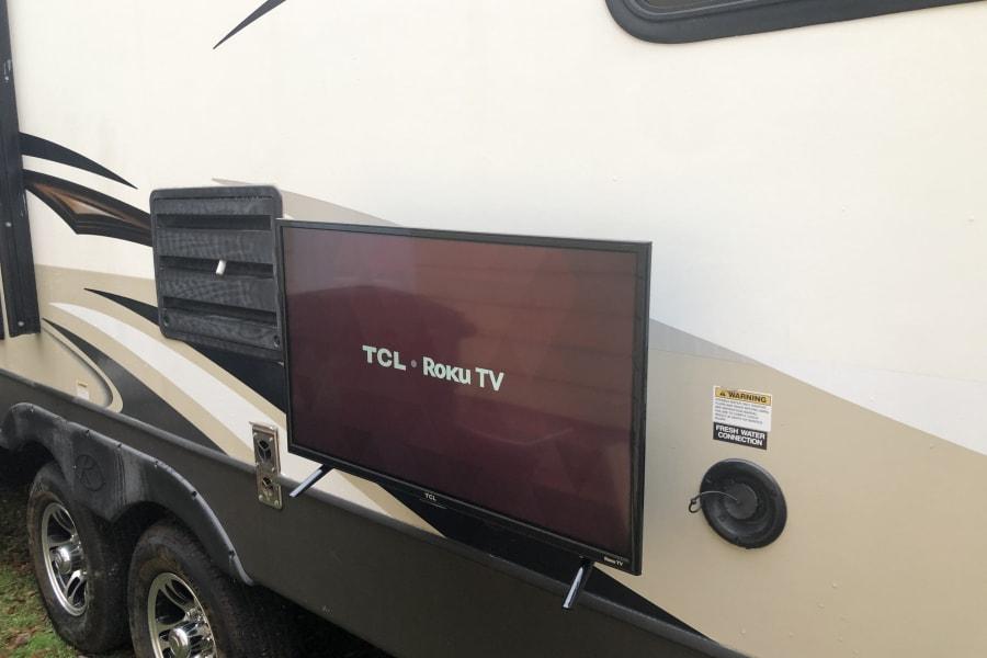 Exterior Roku TV