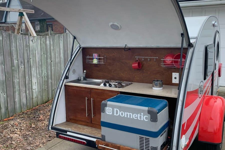 Outdoor Kitchen w/ Dometic Fridge/Freezer