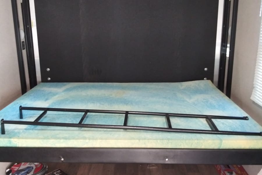 Power bed can be used without a ladder or set so it can be used with bikes in trailer ladder required