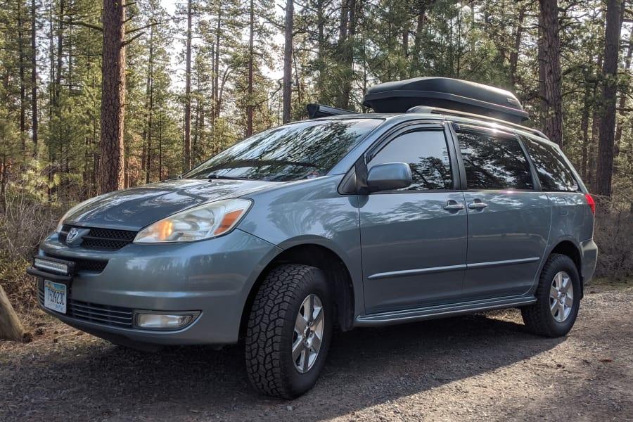 New for 2020- Lift Kit, AT tires, window tint, LED lightbar, roof box.