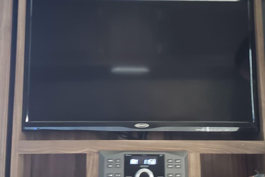 Swivel Flat screen TV w/ Bluetooth Stereo
