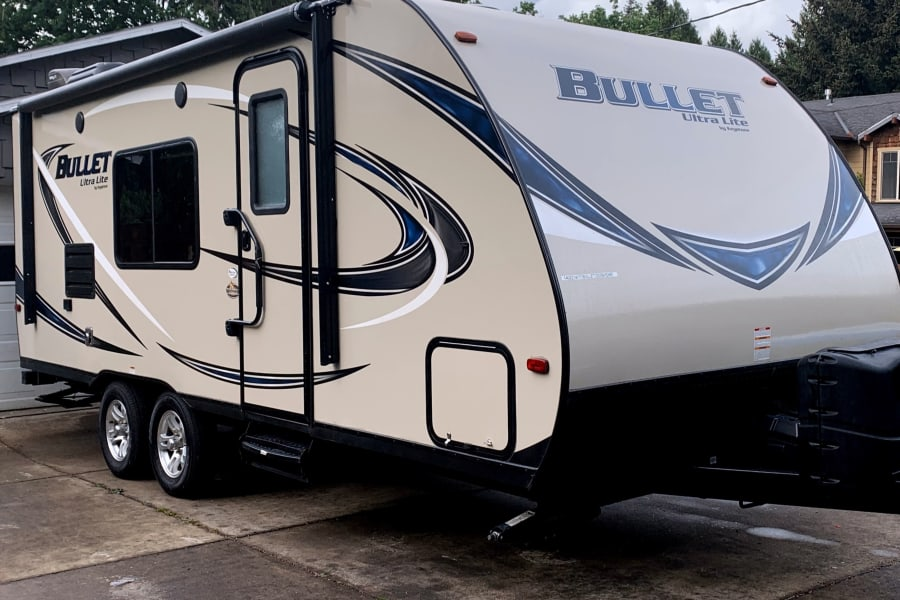 Smooth riding 23ft travel trailer!