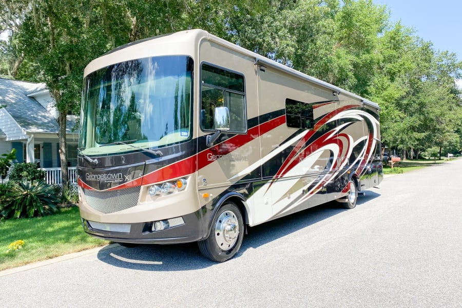 Beautiful 38ft motorhome ready for the road!  Look at that windshield, what a view!