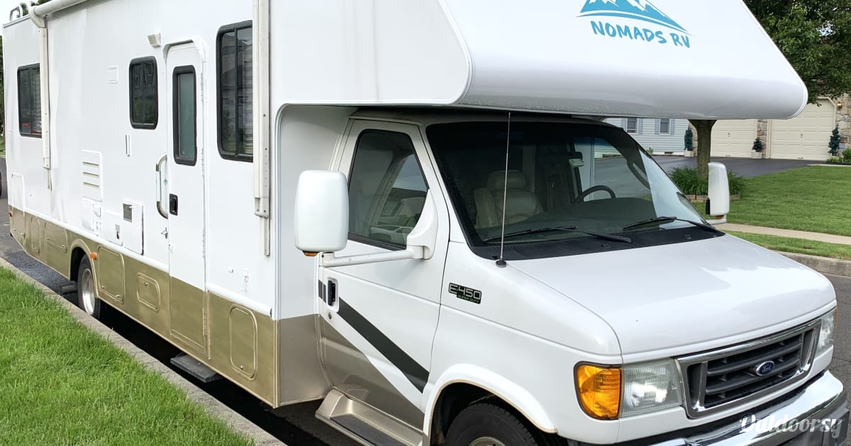 2005 Thor Motor Coach Chateau Motor Home Class C Rental In