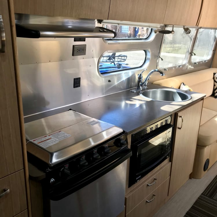 gas stove and oven, microwave