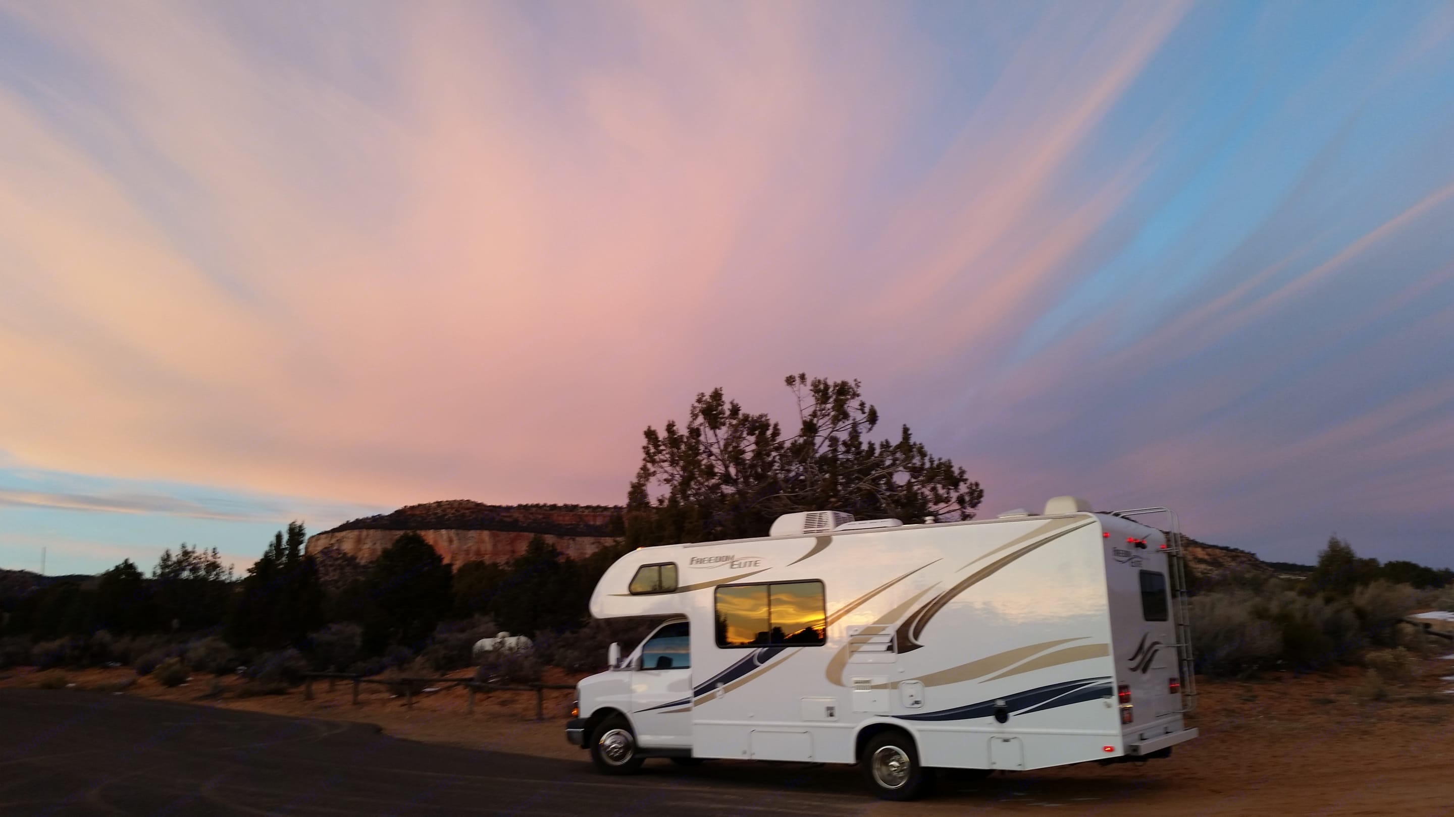 The best sunsets on the planet. Thor Motor Coach Freedom Elite 2014
