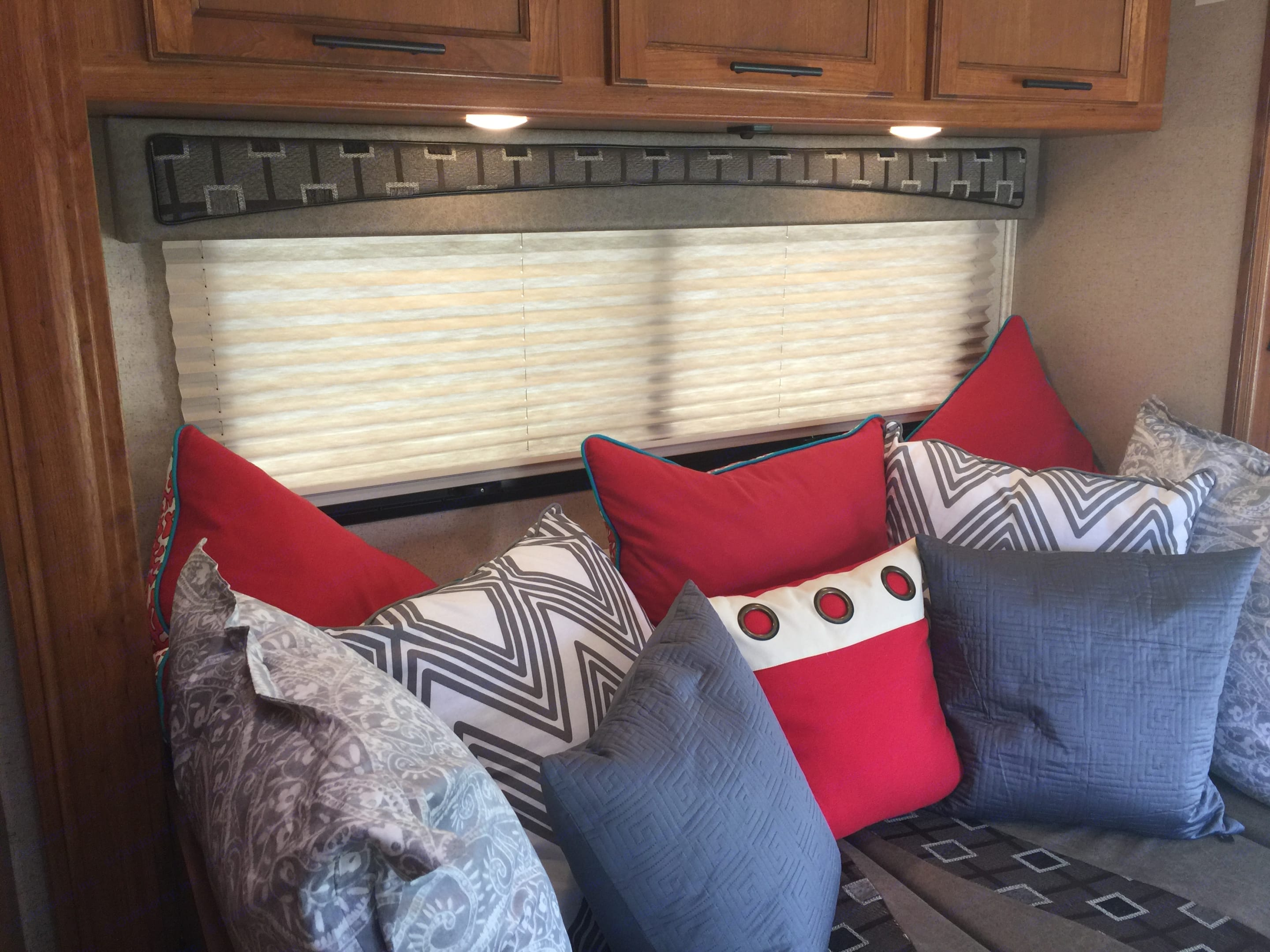 The dining area converts to a comfortable couch with loads of pillows. Great for watching TV. Jayco Melbourne 2017