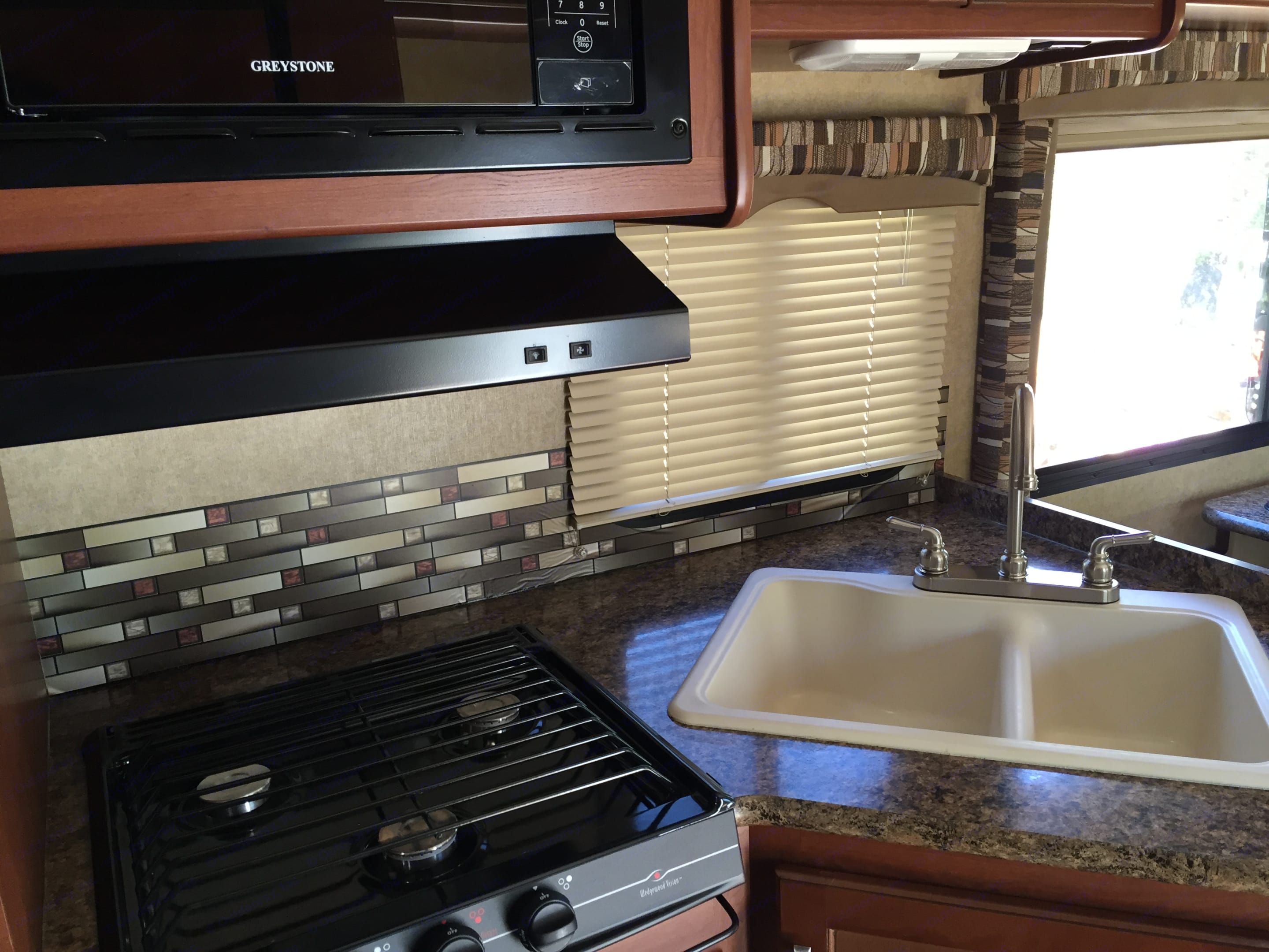 Lovely Kitchen. Thor Motor Coach Chateau 2016