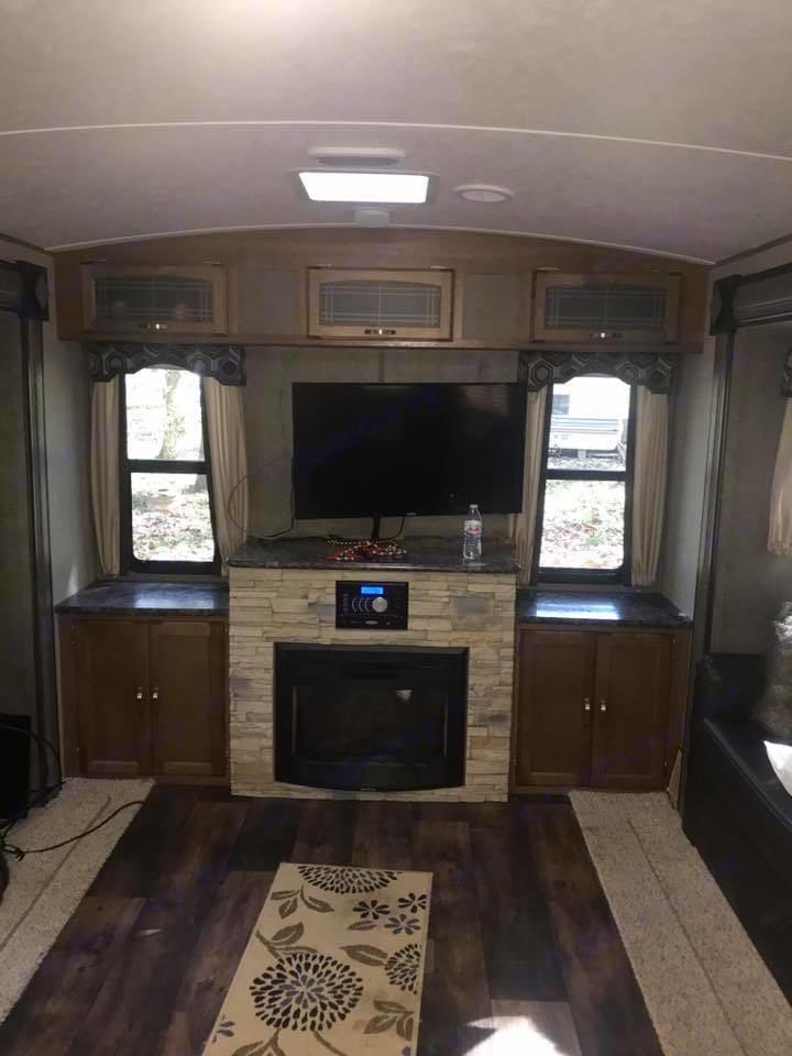 Living Room Fireplace. Keystone Springdale 2017