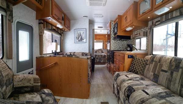 All the comforts of home!. Thor Motor Coach Four Winds 2001