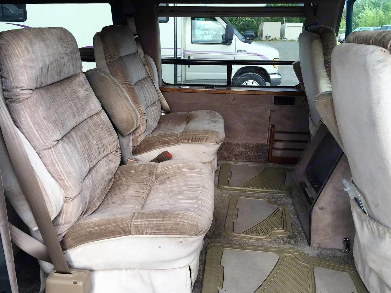 Interior with side doors open. Chevrolet G20 1995